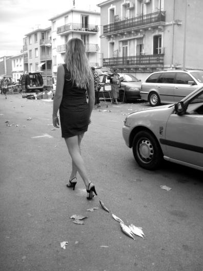 """""""La pêche aux maquereaux"""" - action durant 40 min - festival INFRACTION - Sète - septembre 2011 - photo : Evelyne Goupy"""